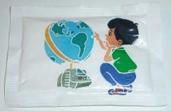 fast-zuccheri-petit-garcon-et-le-globe-terrestre-face-2024